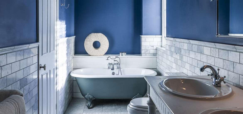 WTS - The White Lion - Bathroom