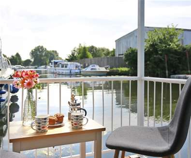 October Houseboat offer on the River Waveney